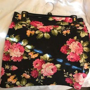 Dresses & Skirts - Beautiful black floral mini skirt